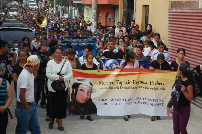 A large crowd gathered on April 15th to mourn the death of Marilyn Topacio Reynoso. Photo by Danilo Zuleta.